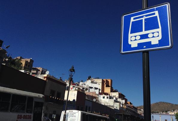 グアナファト・バスターミナル行きのバス停