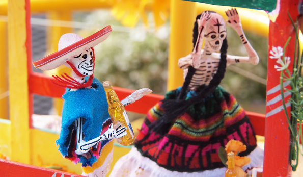 メキシコシティ・死者の日(死者祭り)のかわいいガイコツ