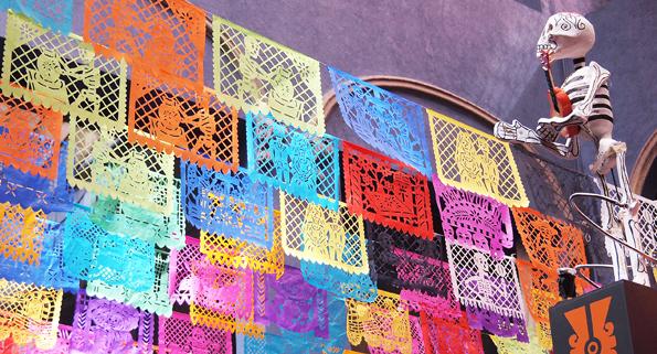 死者の日・パペルピカド(メキシコの切り絵細工装飾)