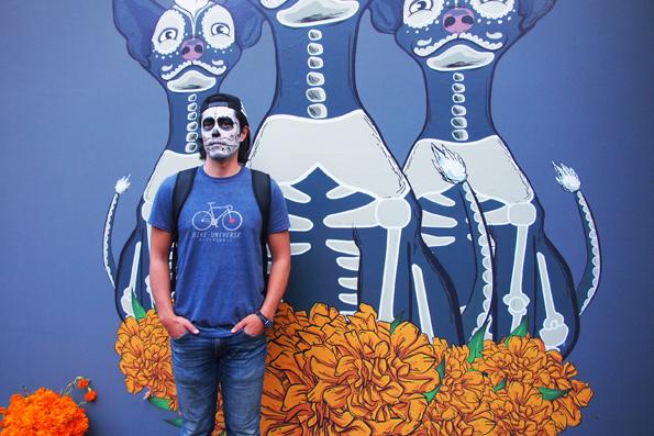 メキシコシティで死者の日のフェイスペインティング