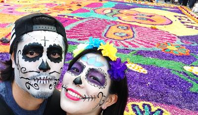 メキシコ死者の日のフェイスペインティング