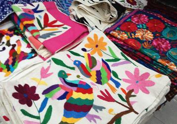 メキシコシティのお土産にオススメ・刺繍のクッションカバー
