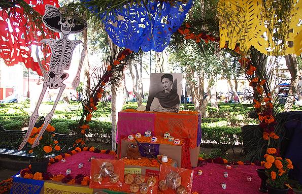 死者の日の飾りとフリーダカーロ