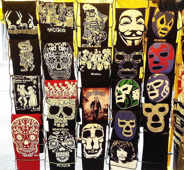 メキシコシティのガイコツとルチャリブレのお土産Tシャツ