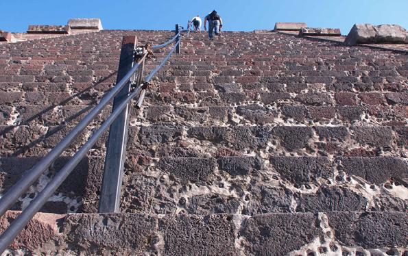 メキシコの世界遺産「テオティワカン遺跡」月のピラミッド