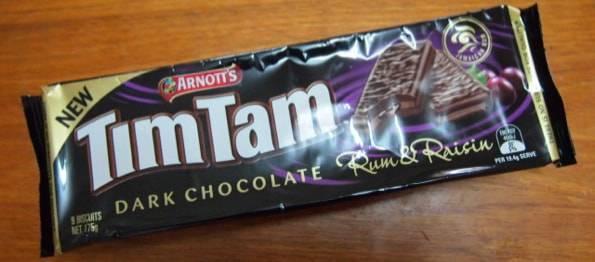 TimTam dark chocolate Rum&Raisin(ティムタムダークチョコレートラムレーズン)