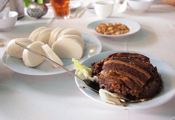 客家飯店/ハッカレストラン(Hakka Restaurant)の蒸しパンと角煮