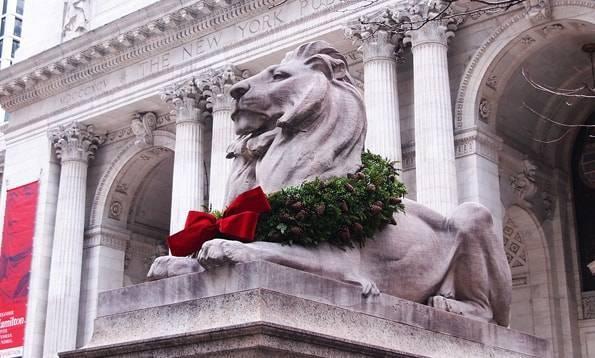 クリスマスのニューヨーク公共図書館(New York Public Library)