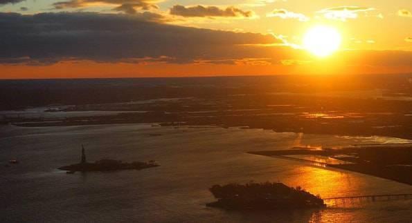 ワンワールドオブザーバトリー展望台から見たニューヨークの夕日
