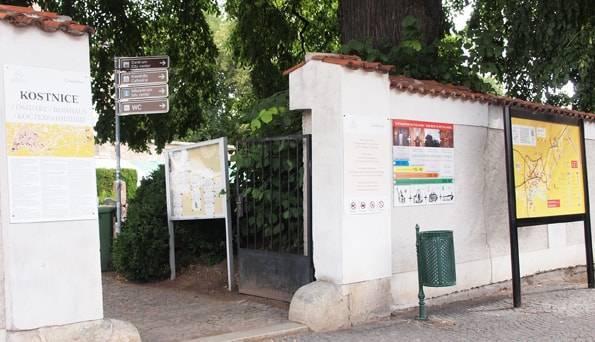 セドレツ納骨堂の入り口