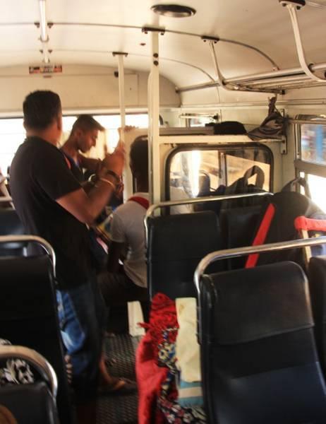 スリランカのファミリーバス