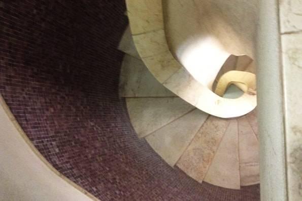 クリストレイ像の階段