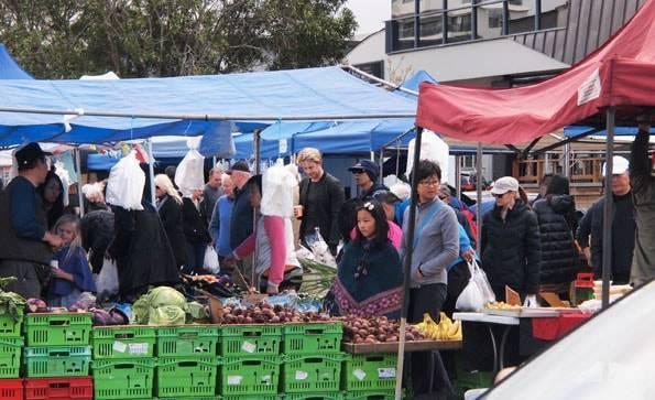 オークランドのタカプナ・サンデーマーケット (Takapuna Sunday Market)