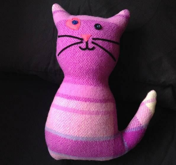 オークランドのタカプナ・サンデーマーケット (Takapuna Sunday Market)で買った猫のぬいぐるみ