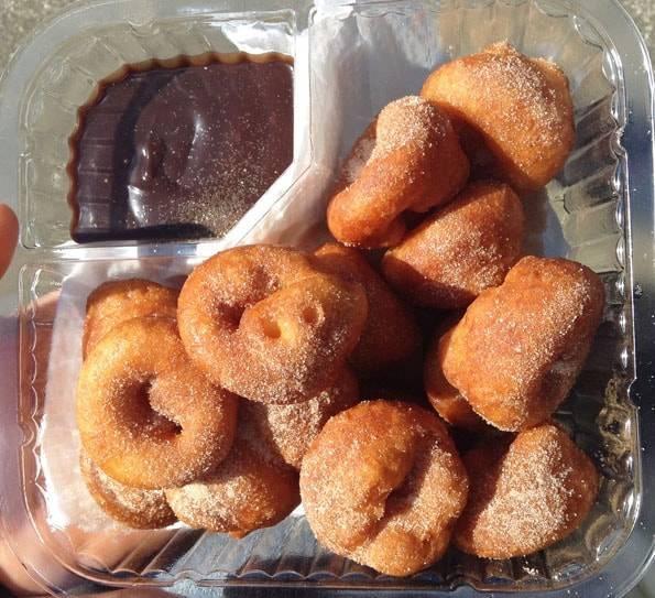 オークランドのタカプナ・サンデーマーケット (Takapuna Sunday Market)のミニドーナッツ