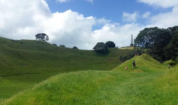 オークランドのワンツリーヒル (One Tree Hill)