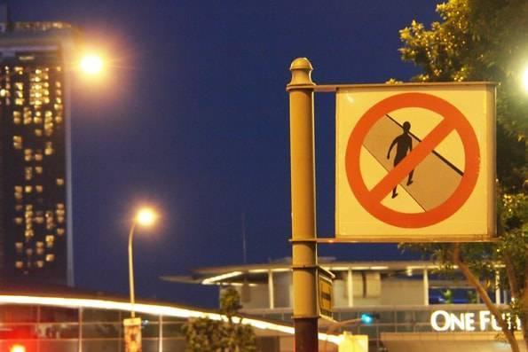 シンガポールの道路横断禁止