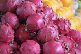 カンボジアのフルーツ(ドラゴンフルーツ)