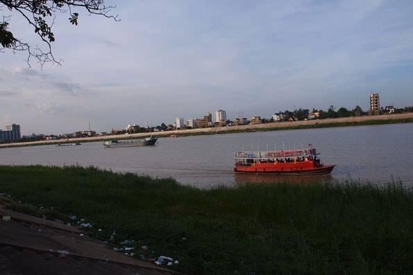 カンボジアのトンレサップ湖