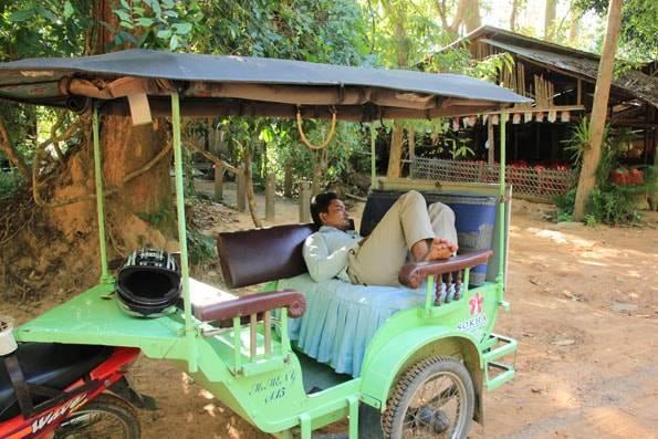 カンボジアのトゥクトゥクドライバーさん