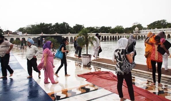 インド・デリー・シク教寺院「グラッドワーラ・バングラサーヒブ」