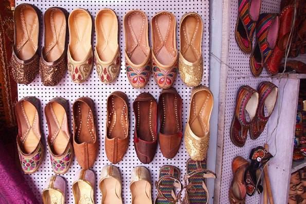 インド・ジャイプールの靴屋さん
