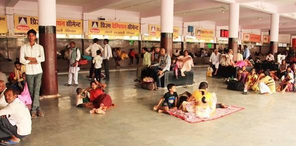 インドの駅のホーム