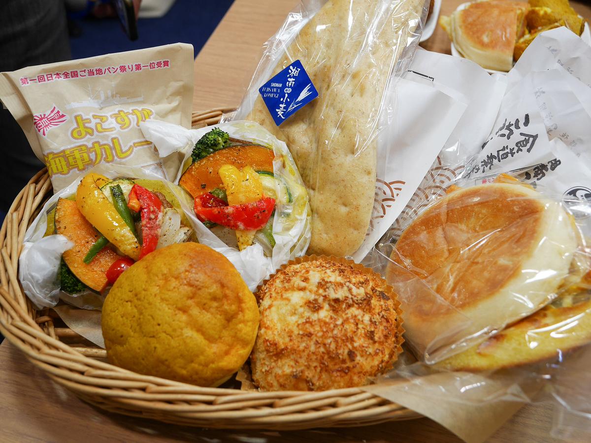神奈川県内の人気カレーパン(役20種類)を集めたコーナー「神奈川カレーパンマーケット」