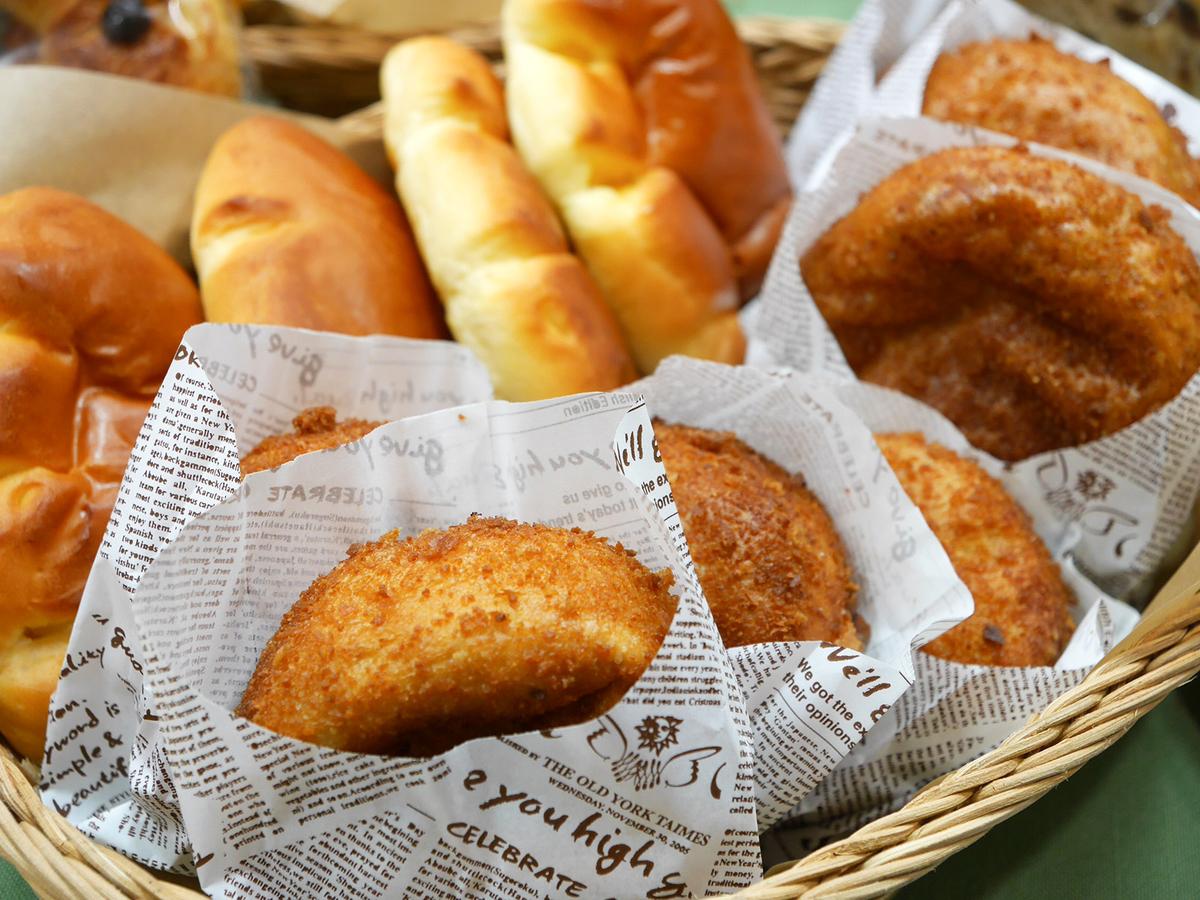 磯子区「ベーカリーシャルール」はクリームパン、4種のレーズンブレッドが人気