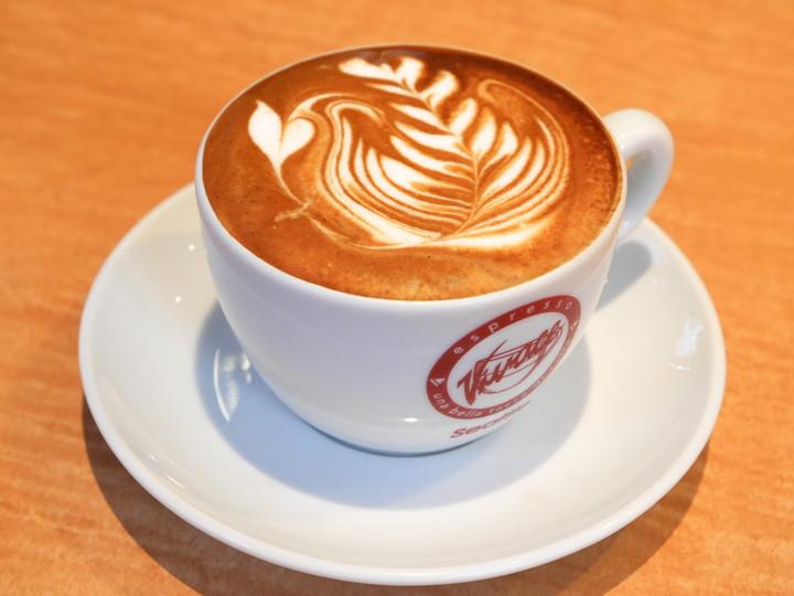 カフェエリオットアベニュー ビバーチェの豆を使用したカフェラテ