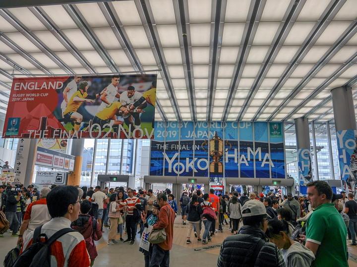 新横浜駅 ラグビーW杯 決勝戦装飾のようす