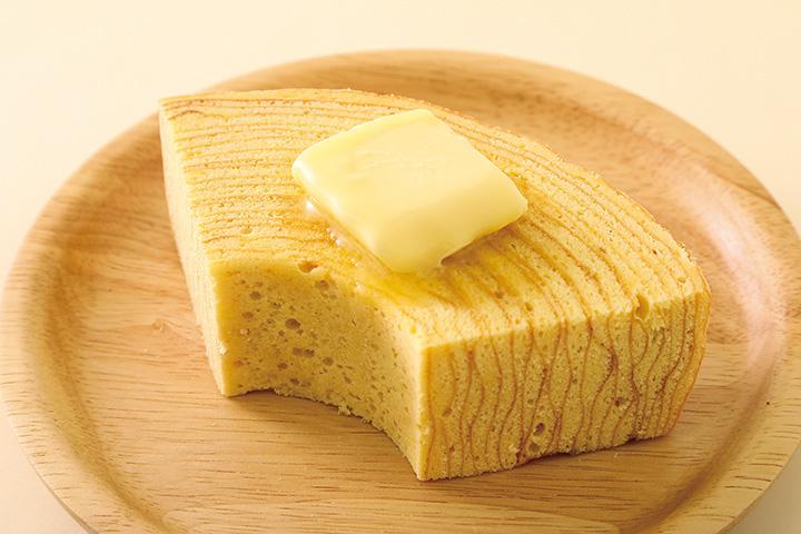 焼き立てバウムクーヘン(1個550円、バター110円)