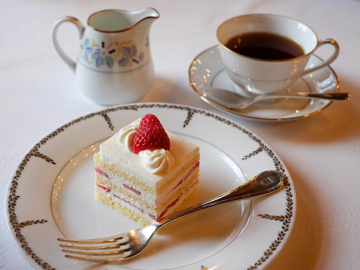 ショートケーキ(ドリンクセット、1800円税・サ料込)