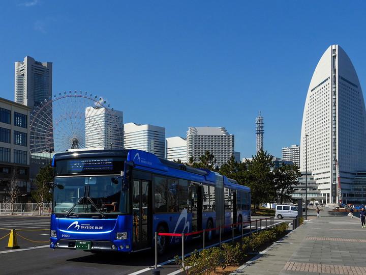 横浜市営バス 連節バス「ベイサイドブルー」