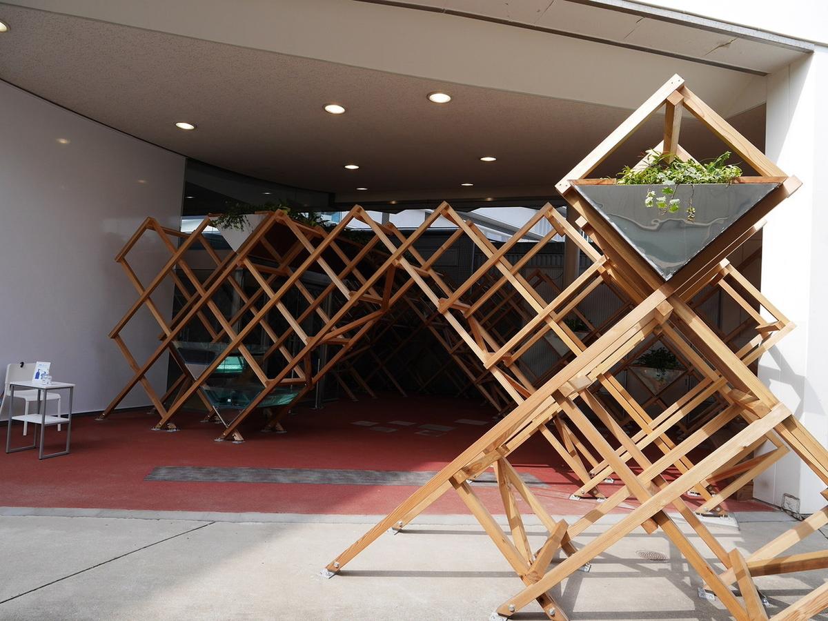 ヨコハマトリエンナーレ2020展示風景より ファーミング・アーキテクツ《空間の連立》2020