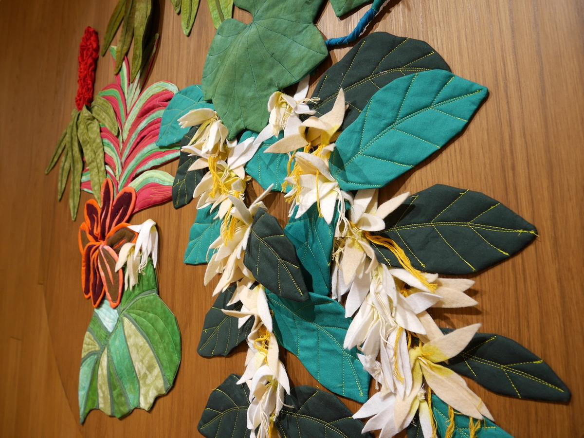 コーヒーの花とコーヒーファームの植物を表現