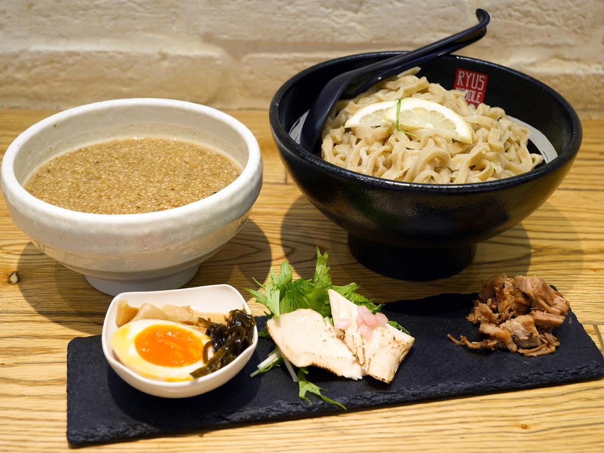 麺や颯 RYUS NOODLE BAR「濃厚魚介の塩つけ麺~カナダ産小麦の自家製青竹手打ち麺