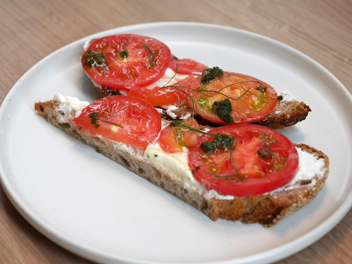 オープンサンド トマト&リコッタチーズ