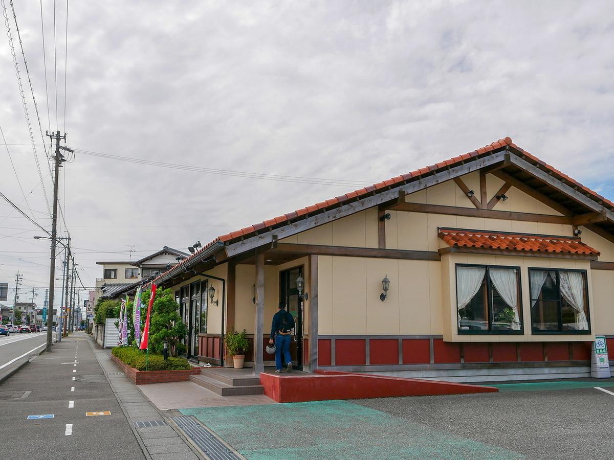 炭焼きレストラン さわやか 静岡瀬名川店 外観
