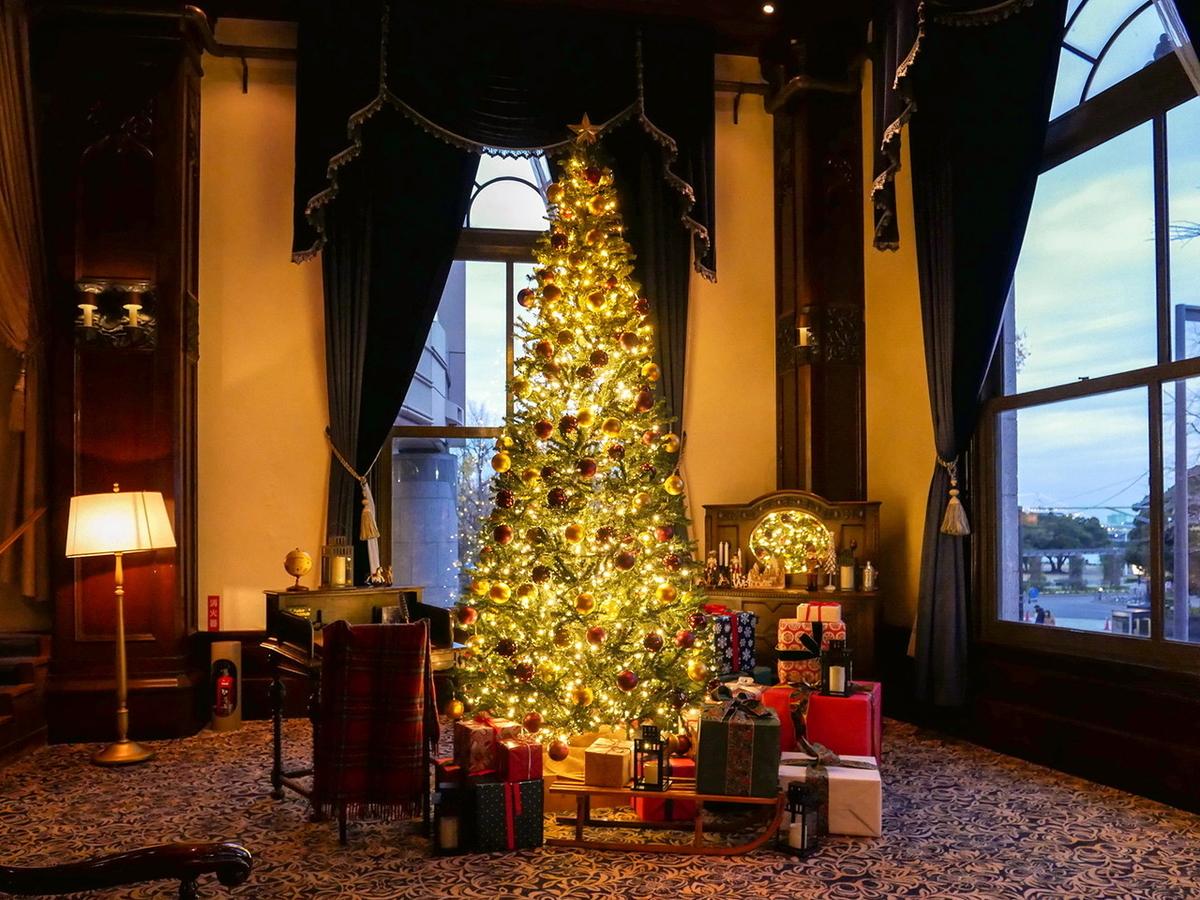 ホテルニューグランド 本館ロビー クリスマスツリー