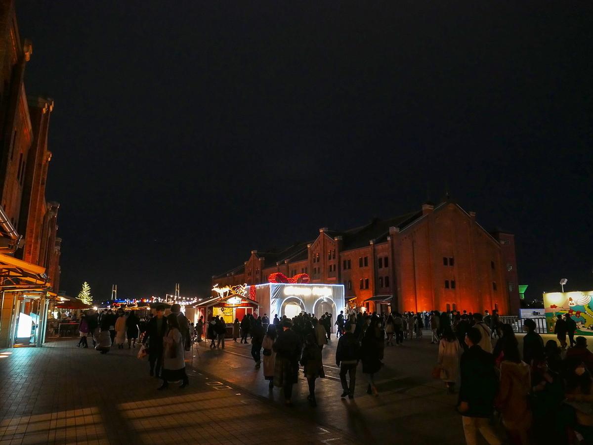 横浜赤レンガ倉庫はクリスマスマーケット&アートリンクでにぎわっていました