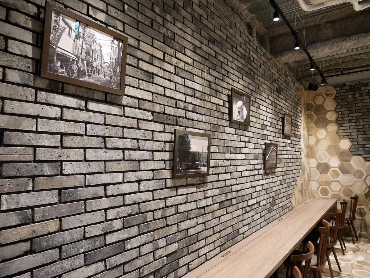 タリーズコーヒー KU白楽駅店 壁面