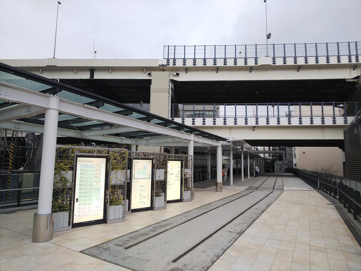 ニュウマン横浜 2階通路からJR横浜鶴屋町ビルへ