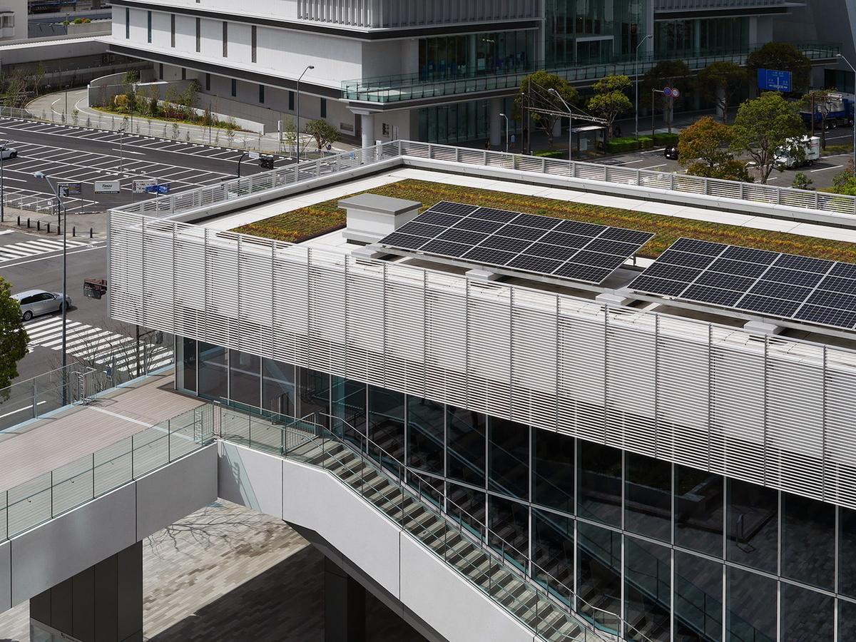 階段ホール屋上に太陽光パネルを設置