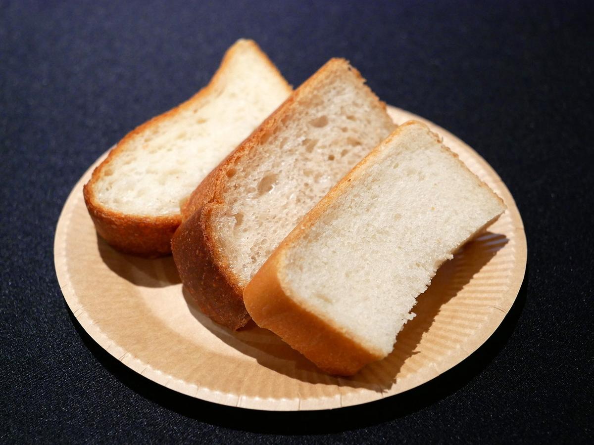 左から、ジュウニブン食パン、ヨコハマ食パン、シカク食パン