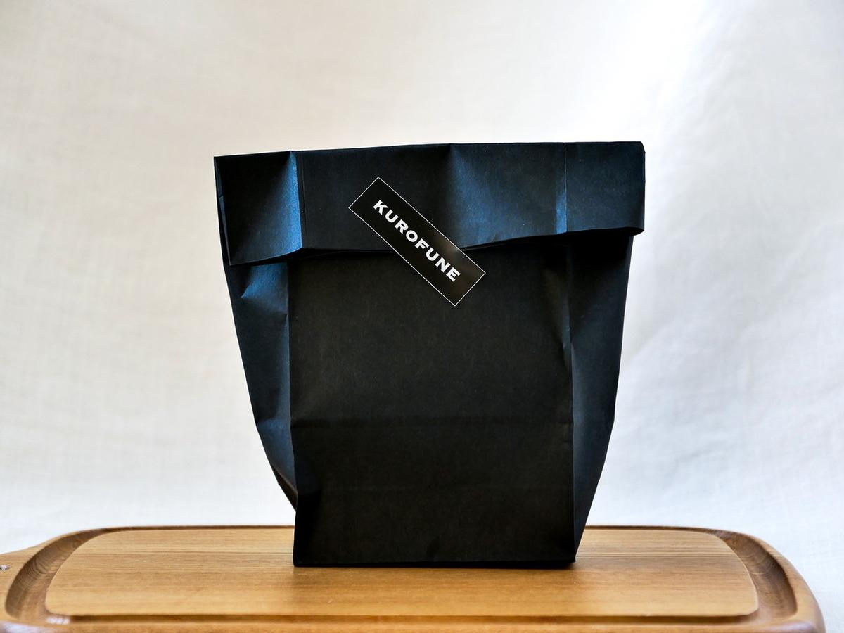 包み紙も「黒」でカッコイイ!