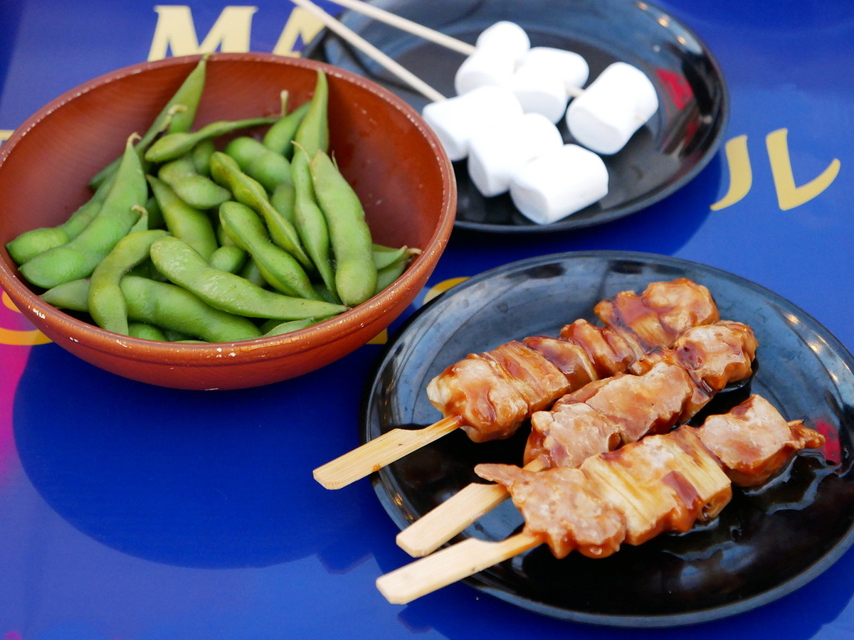 食べ放題メニュー(枝豆、焼鳥、マシュマロ串)