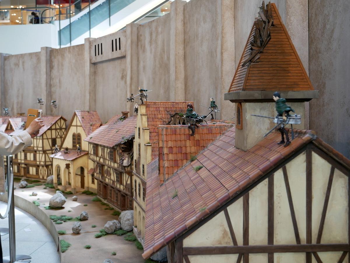 マークイズみなとみらい 進撃の巨人ジオラマ展示