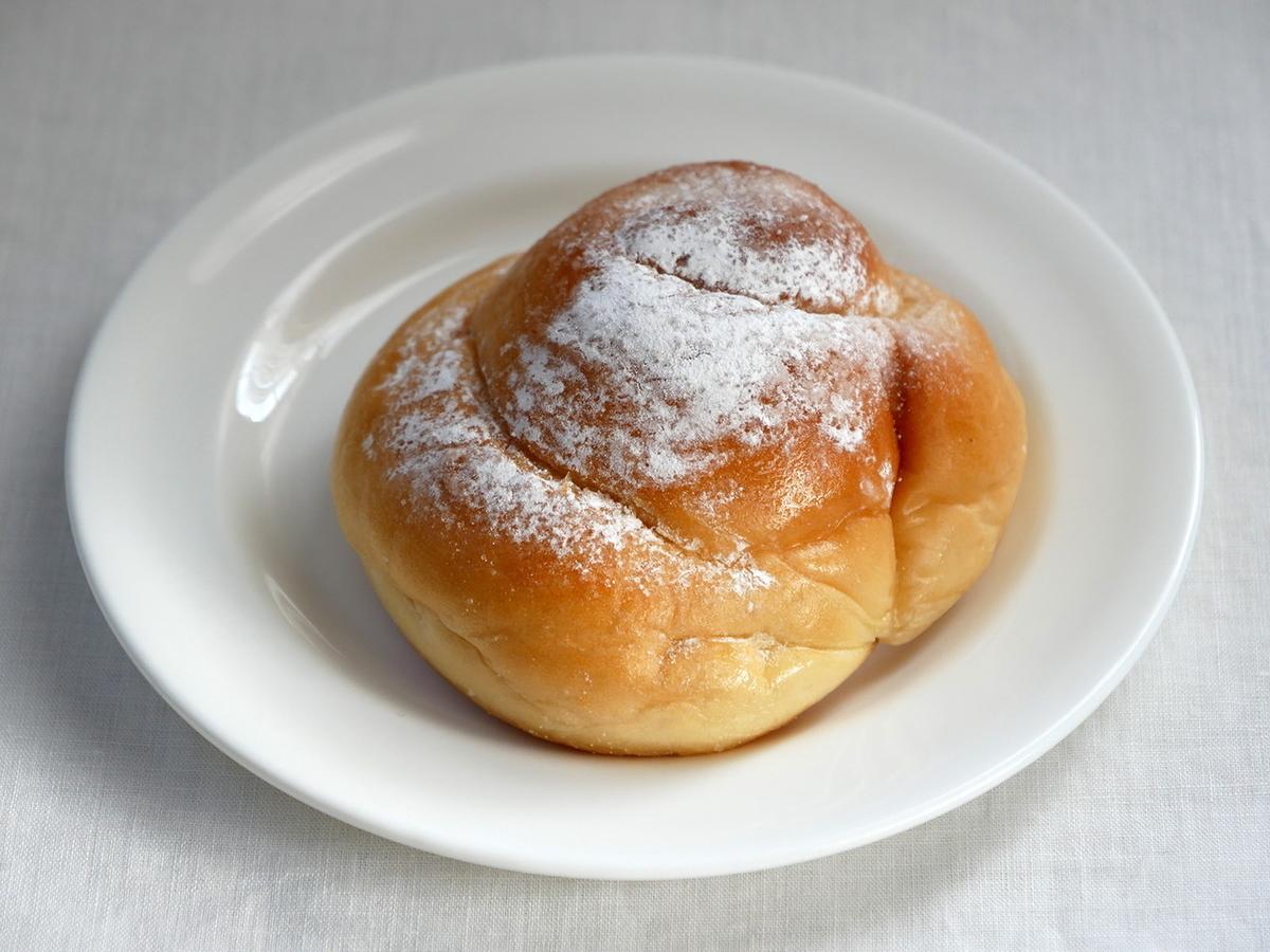 ふわふわバターパン(174円)