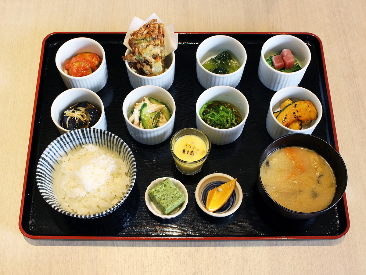 戸塚いろどり小鉢定食(1500円)